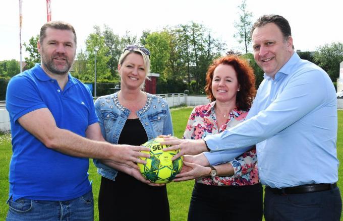 Tom Slosse (links) en Pedro Nolf samen met hun partners Kristel en Petra Vandenberghe.© (Foto RB)