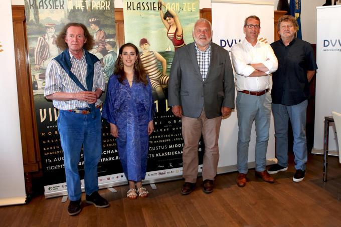 Robert Groslot, Lisa Mostin, burgemeester Jean-Marie Dedecker, Tom Dedecker en Carl Huybrechts.© PADI/Daniël