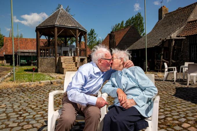 Ook na 82 jaar is de liefde tussen Marcel en Betty nog altijd groot.©Kurt Desplenter Foto Kurt