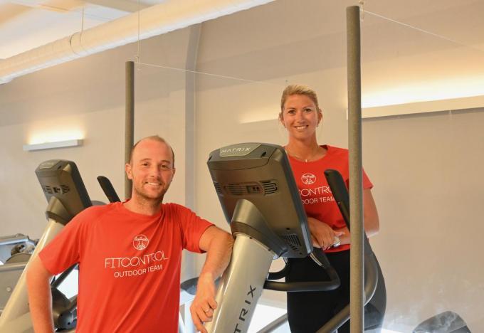 Kenneth en Kelly voorzagen voldoende ruimte tussen de fitnesstoestellen. Waar dat niet kan, hangen er plexiwanden.© (Foto WVH)