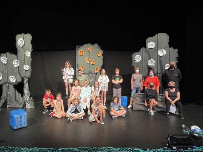 De kinderen waren enthousiast dat ze het toneel weer op mochten.© JR