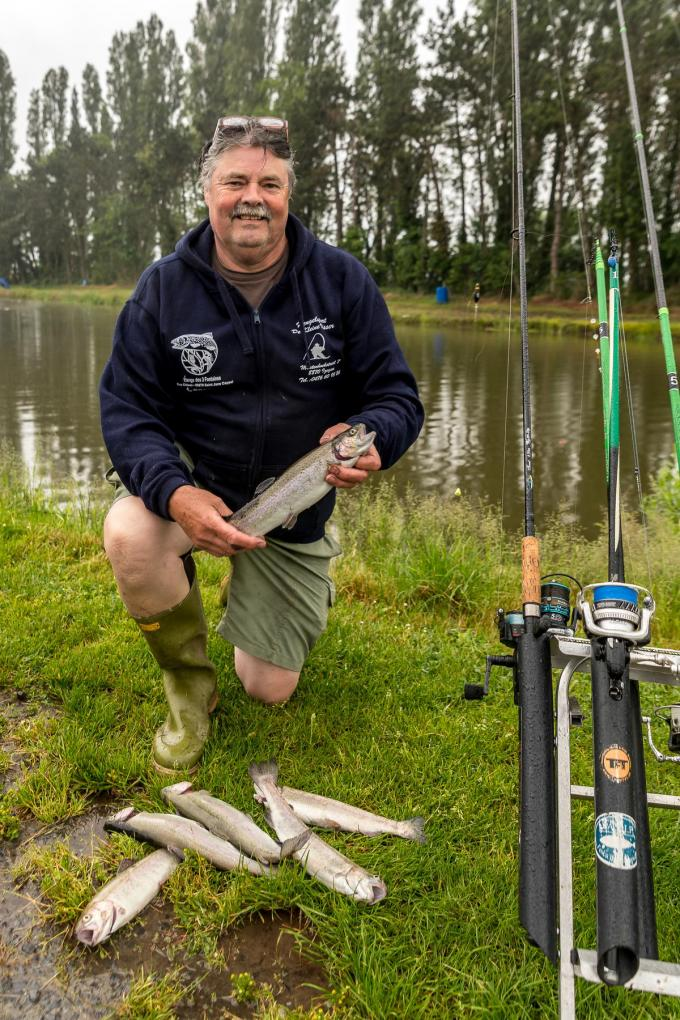 Dirk Vanhecke voelt zich in zijn sas met een vislijn in de buurt.©Wouter Meeus foto WME