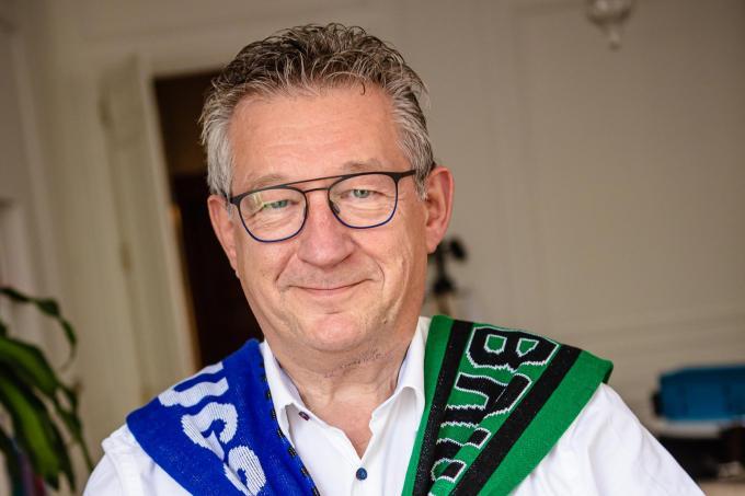 De Brugse burgemeester Dirk De fauw getooid in de kleuren van Club én Cercle.© Davy Coghe
