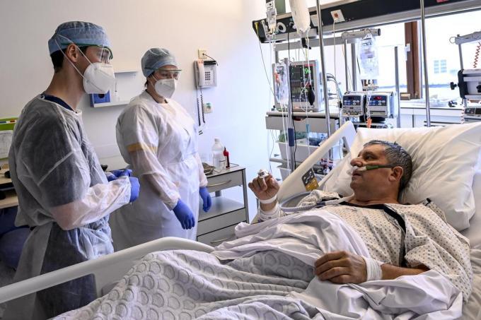 Het aantal coronapatiënten in onze ziekenhuizen daalt snel.© BELGA