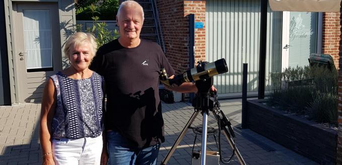 Voor Gerda Demeyere en Luk Soete is het een sterrenkundige hoogdag vandaag.© GV