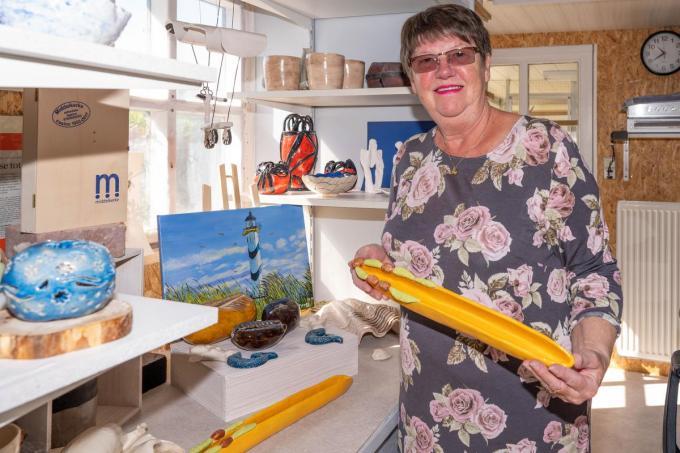 """Christèle houdt van keramiek: """"Het begon met het maken van een potje en nu maak ik alles wat in me opkomt.""""© Luc Cassiman"""