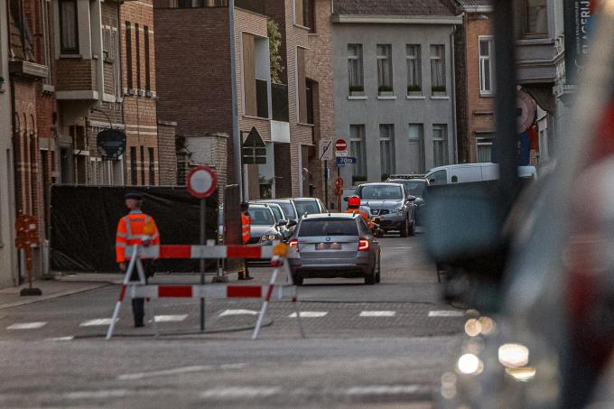 De Felix D'hoopstraat werd hermetisch afgesloten.©Wouter Meeus Wouter Meeus.