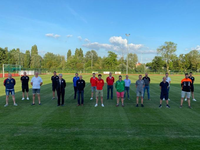 Vertegenwoordigers van de verschillende clubs.© Zulte Waregem