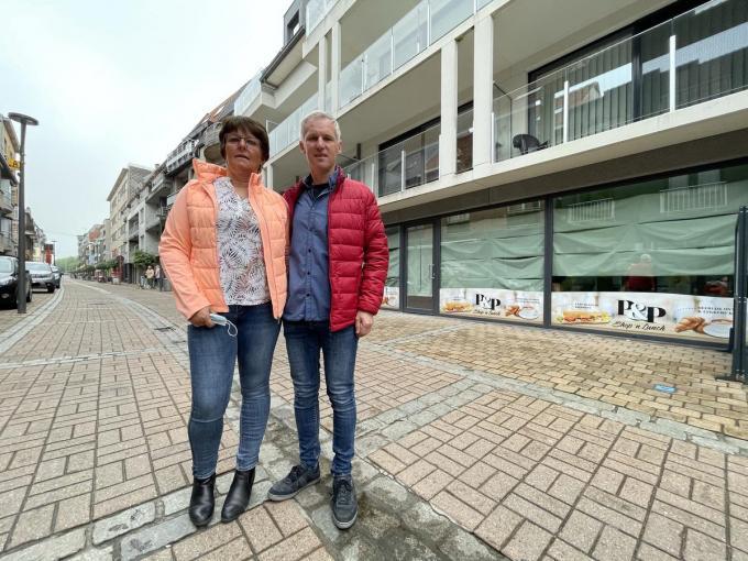 Peter en Petra openen op vrijdag 18 juni hun nieuwe winkel op een betere locatie in de Duinenstraat. (foto JRO)©Jeffrey Roos