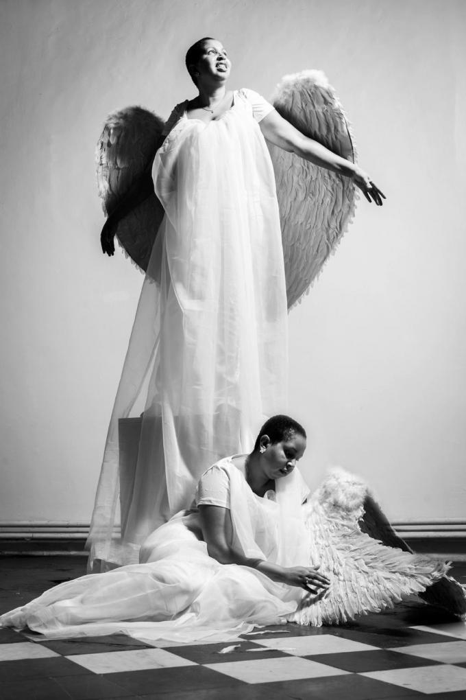 De sprekende foto's die Marijke Goethals van Emma Bostyn gemaakt heeft: de energieke engel die dacht veel aan te kunnen, maar helaas diep gevallen is.©Marijke Goethals