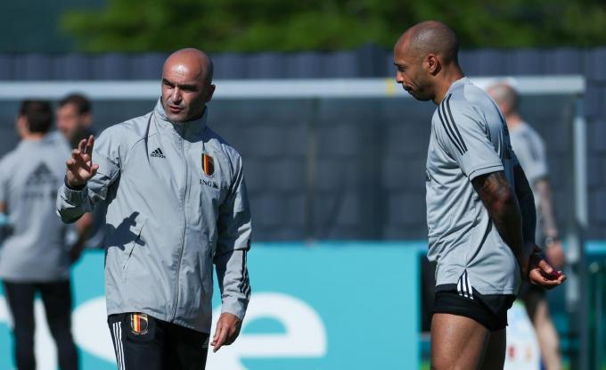 Roberto Martinez, hier met assistent coach Thierry Henry op training.©VIRGINIE LEFOUR BELGA