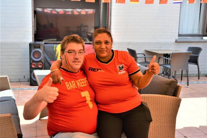 Ricky en Sonja hebben zich, wellicht om eens te oefenen, alvast helemaal uitgedost in zwart-geel-rood. (foto WK)