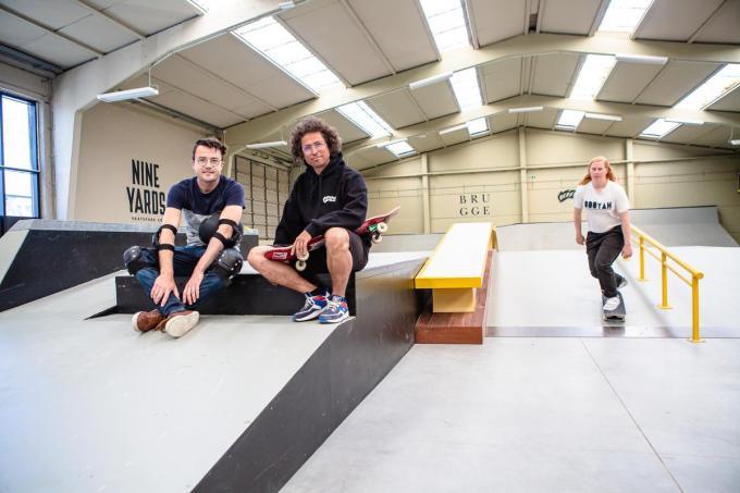"""Schepen van Jeugd Mathijs Goderis en Levi Vermote, uitbater van het indoor skatepark Beastwood: """"We organiseren ook lessen en jeugdkampen.© Davy Coghe"""