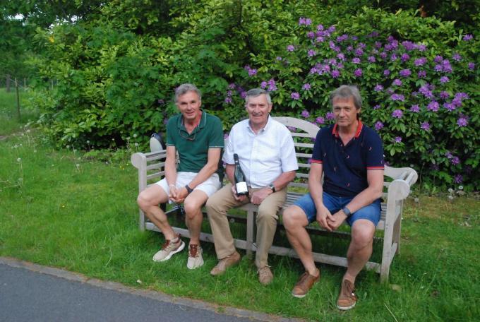 Marnix Genbrugge, Robert (Bertje) Vermeire en Hans Vanryckeghem hebben Bertje Vermeire even in de belangstelling gebracht.© RB