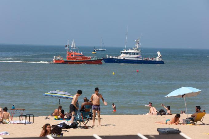 Er werden ook enkele reddingsboten ingezet.© PM