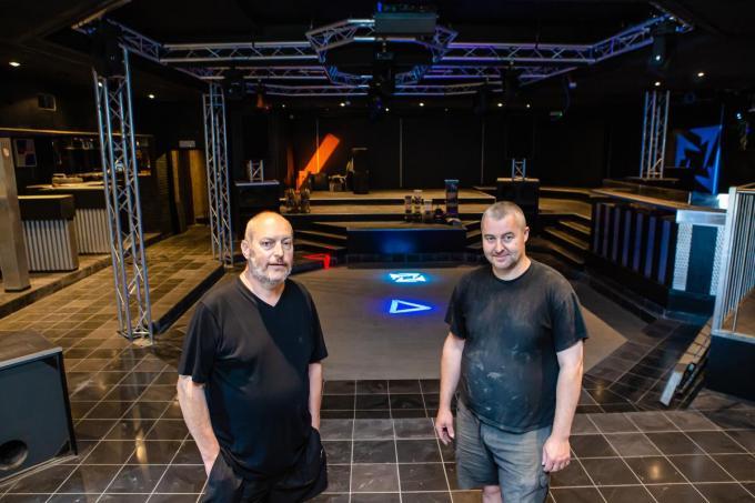Kurt Saey en Angelo Bellaert zijn volop in de weer met de zaak te vernieuwen. (foto Davy Coghe)© Davy Coghe