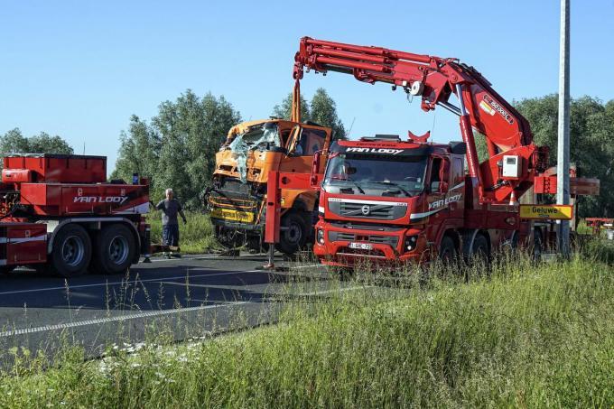 Beide vrachtwagens moesten getakeld worden.© CL