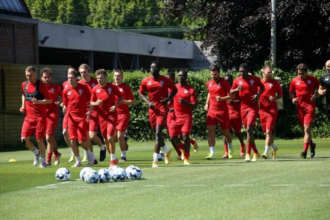 Hoewel heel wat spelers andere verplichtingen hadden, waren er toch 14 aanwezigen op de eerste training.©VDB / Bart Vandenbroucke VDB