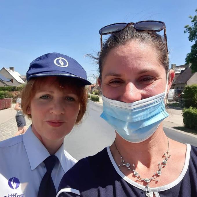 Kelly Denuwelaere uit Reninge mocht samen op de foto met Maaike 'Chantal' Cafmeyer.© gf