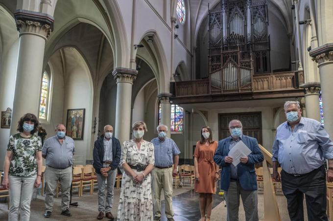 Van links naar rechts zien we Martine Titeca, Peter De Poorter, Karel Huyghebaert, Isabelle Vermeersch, Geert Messiaen, Tine Eeckhout, Eric Hallein en Dirk Lievens. (foto SB)© Stefaan Beel