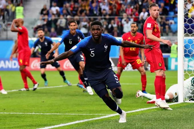 Samuel Umtiti scoort het enige doelpunt in de halve finale tussen België en Frankrijk op het WK van 2018. Kunnen de Rode Duivels de Fransen nu wel kloppen? (foto Getty)©Chris Brunskill/Fantasista Getty Images