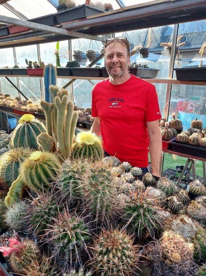Nicolas Samyn tussen zijn cactussen.© gf