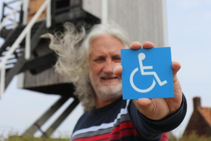 Schepen Eddy Vanacker steunt rolstoeltoegankelijke parcours. (foto pco)©Philippe Corneillie