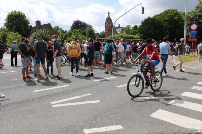 Heel wat fans kwamen naar de start van de heren kijken.© EC