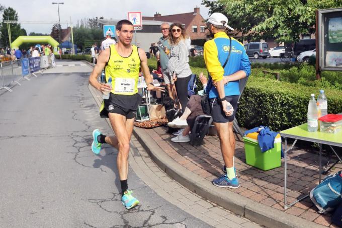 Bruggeling Wouter Decock (37) liep van start tot aankomst aan de leiding en werd met gemak Belgisch kampioen 100 km ultraloop.©Johan Sabbe