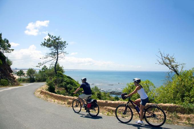 Het is zalig fietsen langs de boorden van de Atlantische Oceaan.© gf