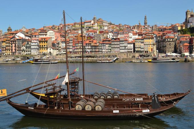 De Rabelos, traditionele Portugese boten, werden vroeger gebruikt om onder meer porto, te vervoeren over de Douro.© Igor Vandenberghe