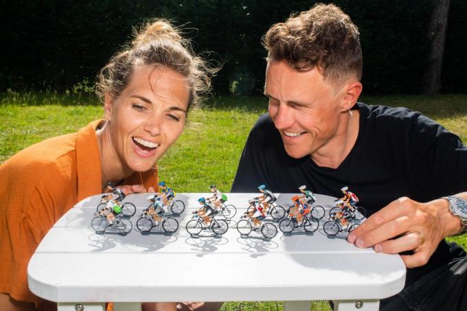 """Het koerskoppel Ine Beyen en Serge Pauwels. """"Serge gaat de tweede week van de Tour naar Frankrijk als cocommentator voor Radio 1, ik de derde week voor 'Vive le Vélo'.""""© Kris Van Exel"""