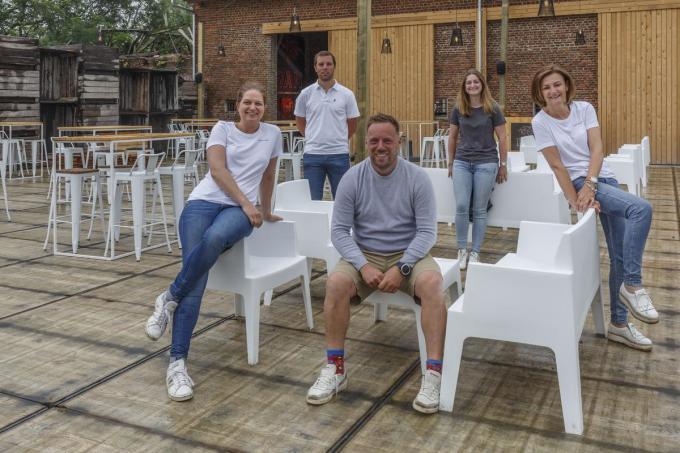 De organisatoren van Bar Silo met v.l.n.r. Vanessa Van Lierde, Karel Dierick, Mathias Vandenberghe, Louise Cardoen en Martine Verbist.© Jan Stragier