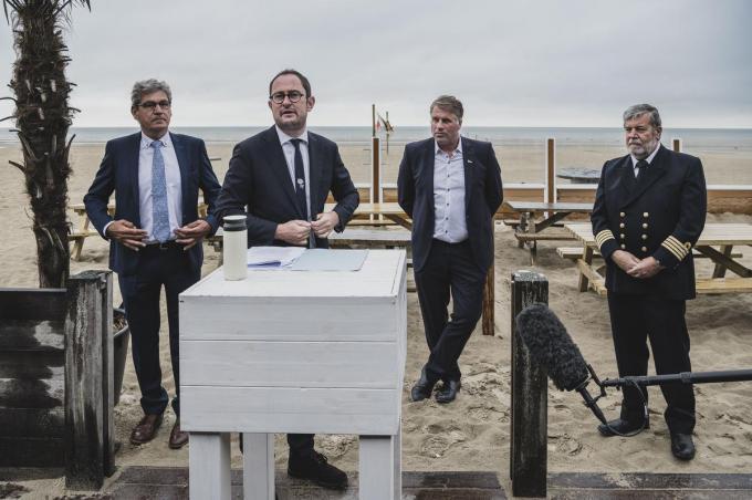 Minister van Noordzee Vincent Van Quickenborne kondigt vrijdag aan naar de rechter én de Europese Commissie te stappen tegen het Franse windmolenpark.© Olaf Verhaeghe