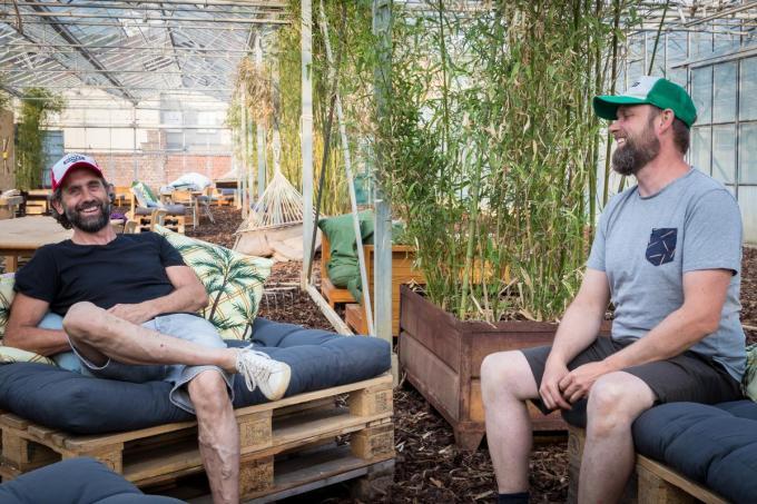Geert Defevere en Nicolas Lebon in de serres van Zomerstek. (foto EV)©Emely Vanhaecke