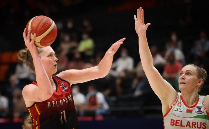 Emma Meesseman (links) sloot de wedstrijd af met maar liefst 21 punten, 9 rebounds en 4 assists.© Belga