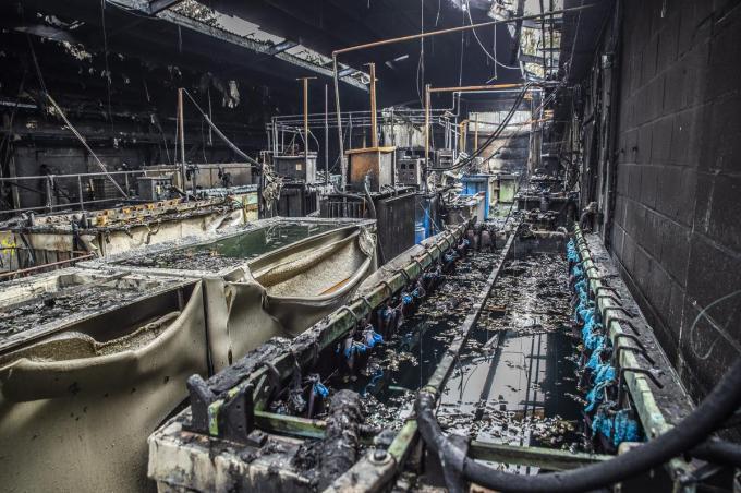 Een brand bij Belcroom vernielde het hele bedrijf, maar bij het blussen werd geen schuim PFOS bevatte gebruikt.© Stefaan Beel