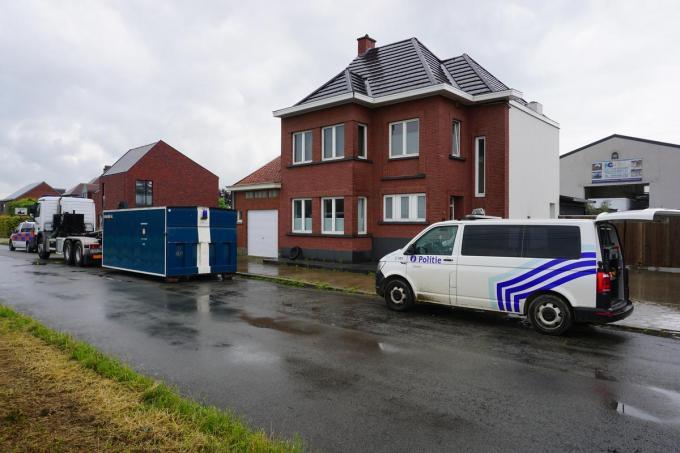 De politie arriveerde in alle vroegte bij de bewuste loods.© Geoffrey Sabbe