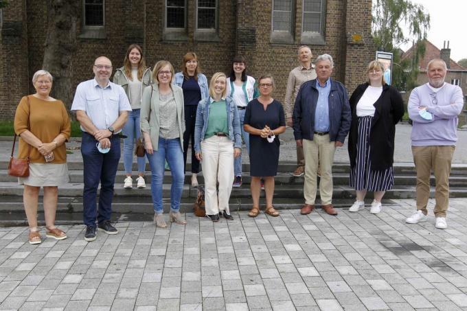 Romina Vanhooren, voorzitter van de vzw Eerstelijnszone Houtland en Polder, stelt samen met vertegenwoordigers van de colleges van de betrokken lokale besturen en zorgprofessionals de actie voor.© Foto Coghe