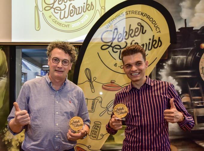 Yves Vaneeckhout (retaurant Oud Stadhuis) en Maxime Claeys (Fox Cider) zijn de allereerste winnaars van de streekgerechten- en productenwedstrijd.© Luc Vanthuyne