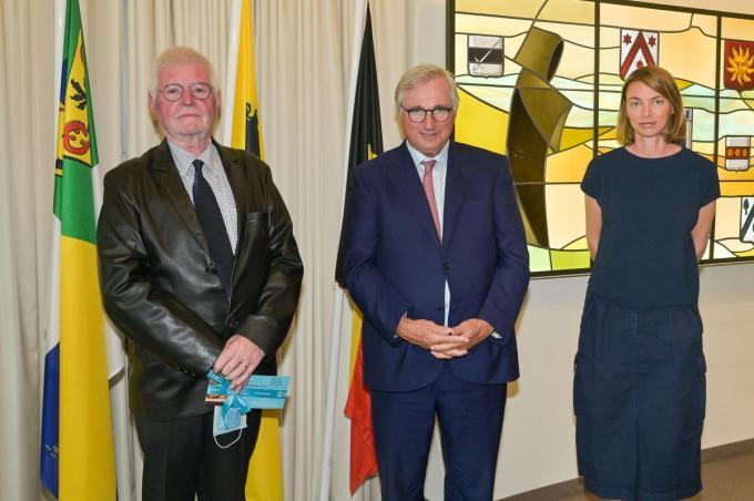 André Cavyn (links) nam afscheid van de politiek. (foto Gemeente Koksijde)