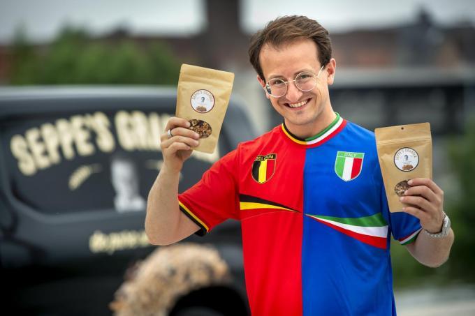 Halve Italiaan Giuseppe 'Seppe' Riolo slaagde niet als profvoetballer, maar scoort wel met zijn zelfgemaakte granola. (foto Joke Couvreur)©JOKE COUVREUR