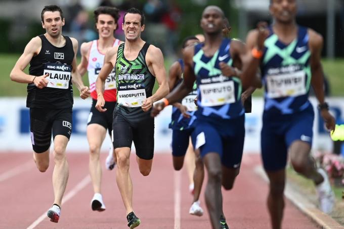 De Oostkampenaar (derde van links) finishte in een tijd van 1.45.65 De Oostkampenaar finishte in een tijd van 1.45.65.© Belga