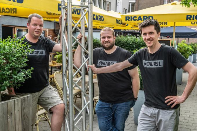 Pieterjan Hannon, Jochen Vannieuwenhuyze en Stijn Vandamme zijn vaste vrijwilligers bij evenementen in Roeselare, ondertussen al meer dan tien jaar.©STEFAAN BEEL Stefaan Beel