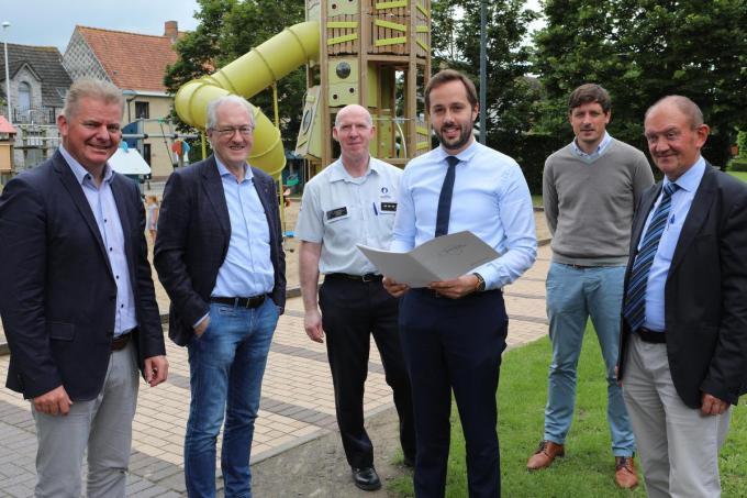 Voorzitter Gauthier Defreyne en de collega-burgemeesters van de politiezone Kouter stelden samen met korpschef Depovere het nieuw zonaal GAS-reglement voor.© Peter Maenhoudt