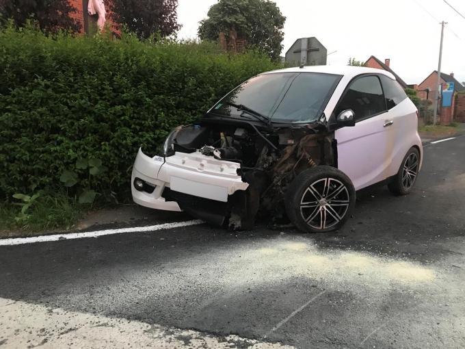 Een Aixam werd gegrepen door een Citroën C2.© DBI