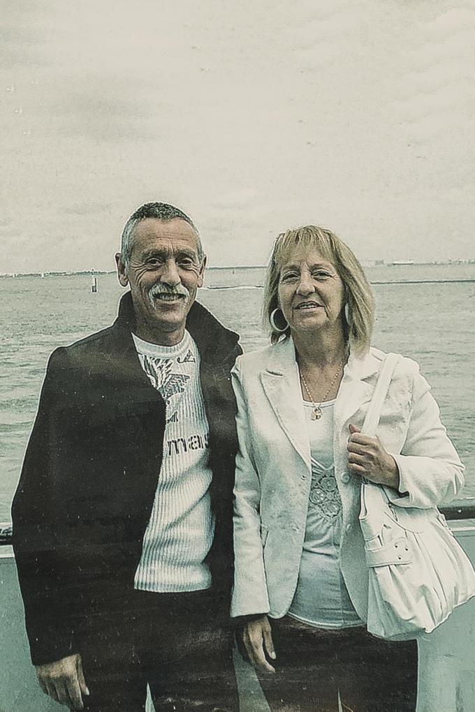 """Het koppel Robin D'hondt en Jenny Van Lijnden koos zaterdag voor euthanasie. """"Ze hebben elkaar zelfs nog een zoentje gegeven terwijl ze het spuitje kregen."""""""