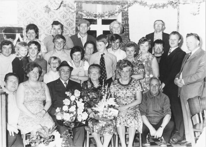 Ook een beeld uit 1976 het gouden jubileum van Adelina Bossuyt en Valentin Wyckhuyse, de ouders van Paula en grootouders van de broers Bossu.