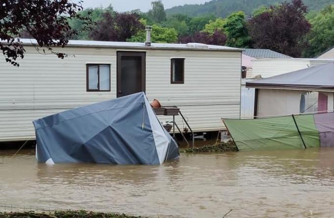 De camping 'Camping aux Frênes' in de streek van Durbuy is zwaar getroffen door het noodweer van de afgelopen dagen.