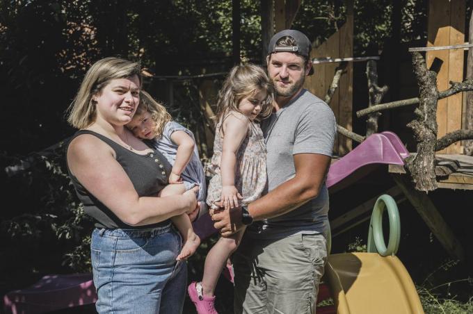 Het gezin Vandierendonck met mama Melanie en Myrthe en papa Tom met Clara.